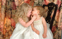älska systrar arkivfoton