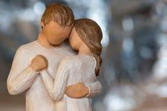 Älska trästatyetter, dag för valentin` s arkivbilder