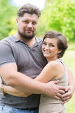 Älskad man och kvinna som kramar sig Royaltyfria Bilder