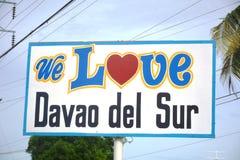 ` ÄLSKAR VI DAVAO DEL SUR `, Ett tecken som lokaliseras i framdelen av den Davao del Sur coliseumen, Matti, Digos stad, Davao del arkivfoton