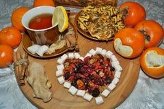 Älskling av torkat - frukt - te med kryddor, frukter och sötsaker Arkivbild