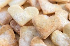 Älskling formade sockerkakor. Bakgrund Royaltyfri Foto