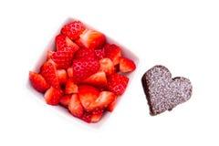 Älskling-format och jordgubbar från över Royaltyfri Foto