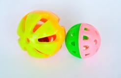 Älsklings- färgrik plast- leksakboll och klocka på vit bakgrund Royaltyfria Bilder