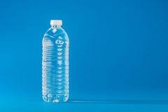 ÄLSKLINGS- flaska som innehåller vattnet Royaltyfri Foto