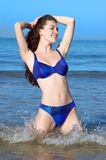 älskvärd bikiniflicka Arkivbilder