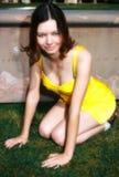 Älskvärd brunettflicka för mjuk fokus Royaltyfri Foto