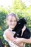 Älskvärd dam med katten Arkivfoto