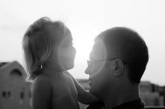 Älskvärd fader och dotter royaltyfri bild