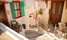 Älskvärd gammal grekisk gata, Vathi, Samos Fotografering för Bildbyråer