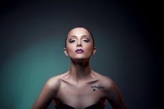 Älskvärd makeup på härlig flicka för framsida Fotografering för Bildbyråer