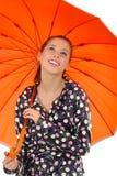 älskvärd orange umbrel för flicka Royaltyfri Bild