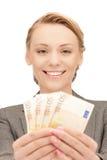 älskvärd pengarkvinna för kontant euro Arkivfoto