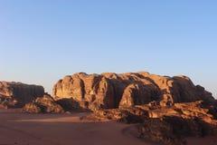 Älskvärd solnedgång i Wadi Rum, Jordanien Fotografering för Bildbyråer