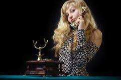 älskvärd telefon för flicka Fotografering för Bildbyråer
