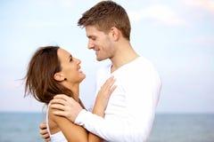 Älskvärda par som ser varje annat med affektion royaltyfria foton