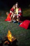 Älskvärda par som tycker om deras romantiska natt Royaltyfria Foton