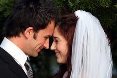 älskvärt bröllop för par Arkivfoto
