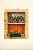 älskvärt gammalt fönster Arkivfoto