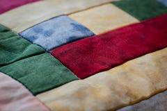 Älskvärt skott av kudden som skapas av patchworkteknik second Fotografering för Bildbyråer