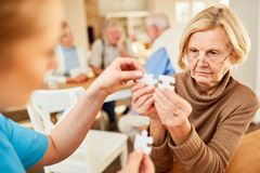 Älter mit Alzheimer oder Demenz stockbild