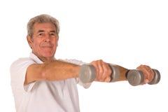 Ältere anhebende Gewichte des älteren Mannes Stockfoto