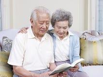 Ältere asiatische Paare Stockbild