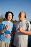 Ältere asiatische Paare des Spaßes stockfotos