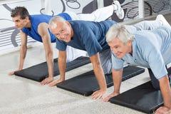 Ältere Bürger, die in der Eignung ausbilden Lizenzfreie Stockbilder