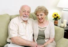 Ältere, die sich zu Hause entspannen Lizenzfreies Stockfoto