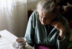 Ältere einsame Frau Stockbilder