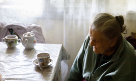 Ältere einsame Frau Lizenzfreie Stockfotografie