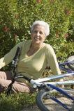 Ältere entspannende Frau Stockbild