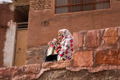 Ältere Frau in Abyaneh, nahe Kashan, der Iran Stockfoto