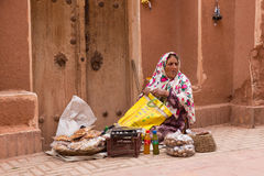 Ältere Frau in Abyaneh, nahe Kashan, der Iran Lizenzfreies Stockfoto