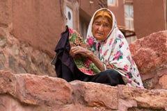Ältere Frau in Abyaneh, nahe Kashan, der Iran Stockfotos
