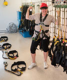 Ältere Frau bereit zu Zipline Stockfoto