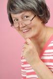 Ältere Frau in den Gläsern Stockbild