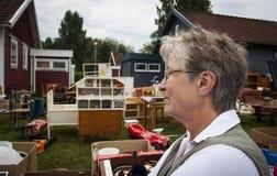 Ältere Frau an der Auktion Stockbilder