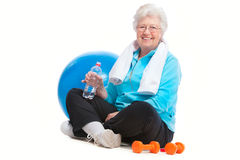 Ältere Frau in der Gymnastik Stockfotografie
