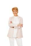 Ältere Frau des Lächelns mit den gefalteten Händen Lizenzfreie Stockfotografie