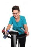 Ältere Frau, die ihr Training genießt lizenzfreie stockbilder