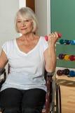 Ältere Frau in einem Rollstuhl Lizenzfreie Stockbilder