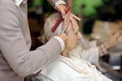 Ältere Frau am Friseur Lizenzfreie Stockfotografie