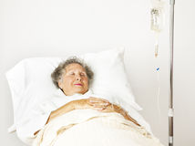 Ältere Frau im Krankenhaus Lizenzfreie Stockfotos
