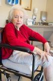 Ältere Frau mit Alzheimer lizenzfreies stockbild