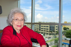 Ältere Frau mit Alzheimer stockfoto