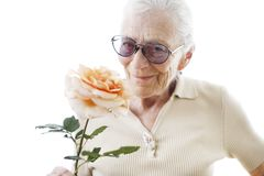 Ältere Frau mit Blume stockfotografie
