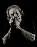 Ältere Frau, welche an die Vergangenheit sich erinnert lizenzfreies stockfoto