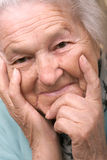 Ältere Frau zufrieden gestellt lizenzfreie stockfotos